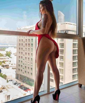 Mature escorts of UAE does a BJ for USD 1700