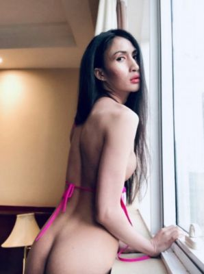 Cheap outcall prostitute in UAE - 23 year-old Nanathai can meet you 24 7