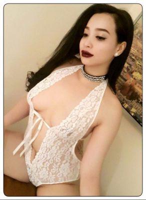 Cheap independent escort Hanna Nuru charges USD 1200/hr