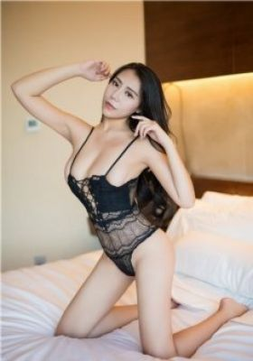 Petite escort Abu Dhabi (weight: 52 kg; height: 164 cm)