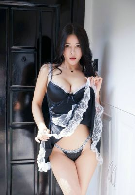 Beautiful escort elite girl Lily will be your perfect company in UAE